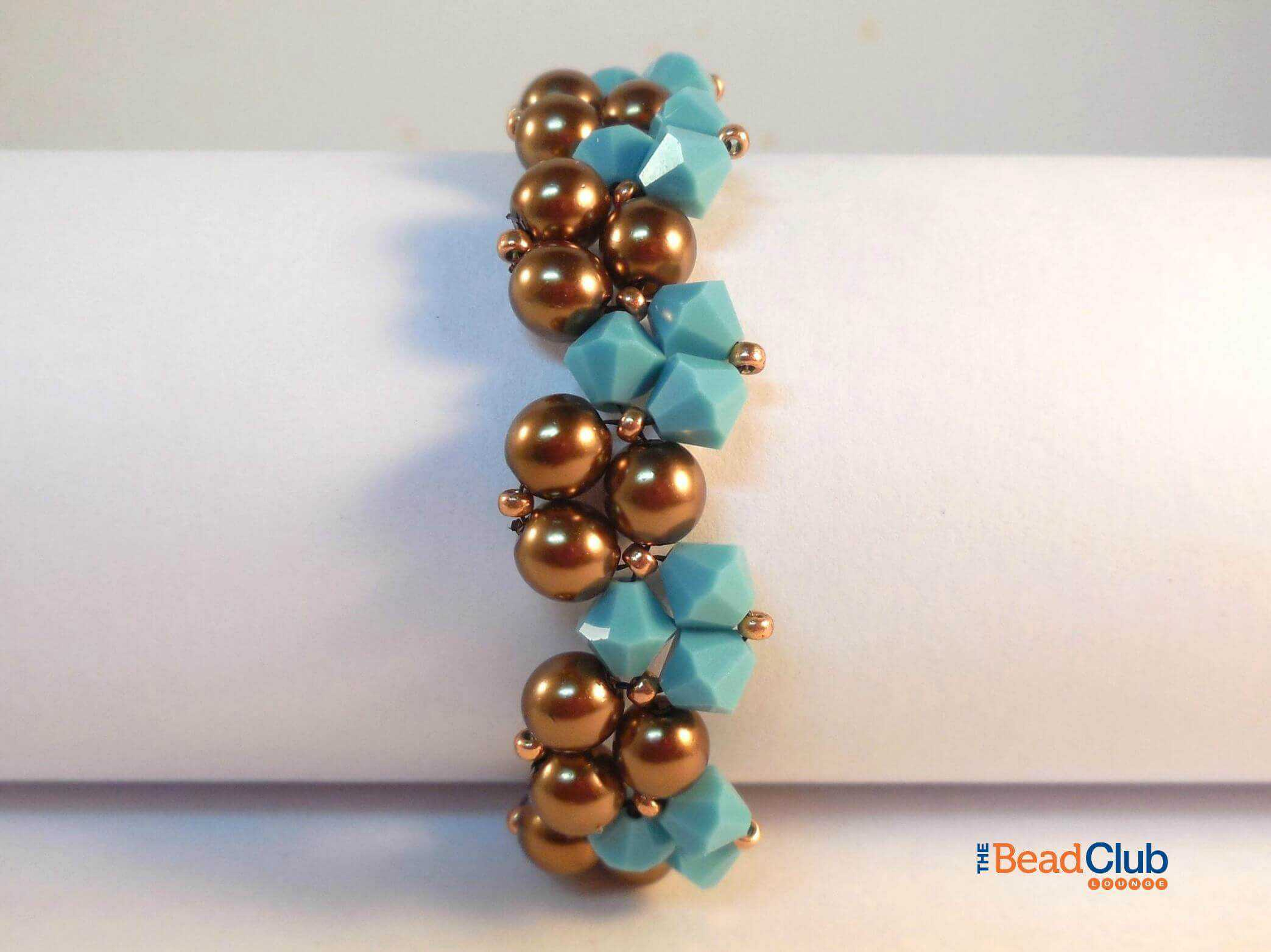 Download the Twisty Bracelet Right Angle Weave Beading tutorial.
