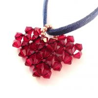 Make this beaded heart pendant using this easy to follow beading pattern.